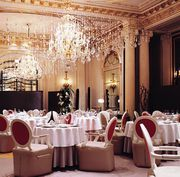 Продажа бизнеса,  ресторан+ салон красоты VIP уровня в центре Киева.
